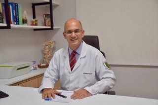 dr-ricardo-escritorio